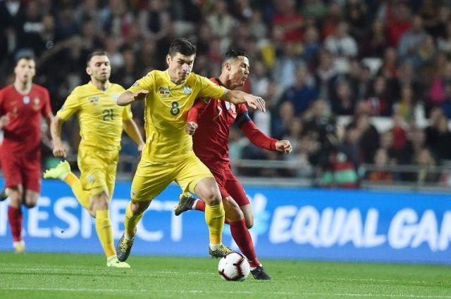 Руслан Малиновский (№8) уже огорчил Криштиану Роналду в матчах Украины с Португалией, а скоро (23 ноября) может повторить этот «трюк» в чемпионате Италии, когда его «Аталанта» сыграет с «Ювентусом».