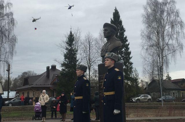 Открытие преобразившегося мемориального комплекса объединило конаковцев. Здесь установлен памятник Денису Стребину, а также стелы в честь героев Великой Отечественной и Афганской войн, ликвидаторов Чернобыльской катастрофы.