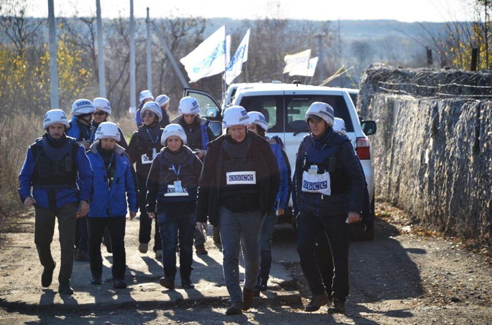 Разведение войск на Донбассе началось в конце октября и длиться уже почти неделю. За это время в маленьком поселке Золотое-4 неоднократно побывала миссия ОБСЕ.