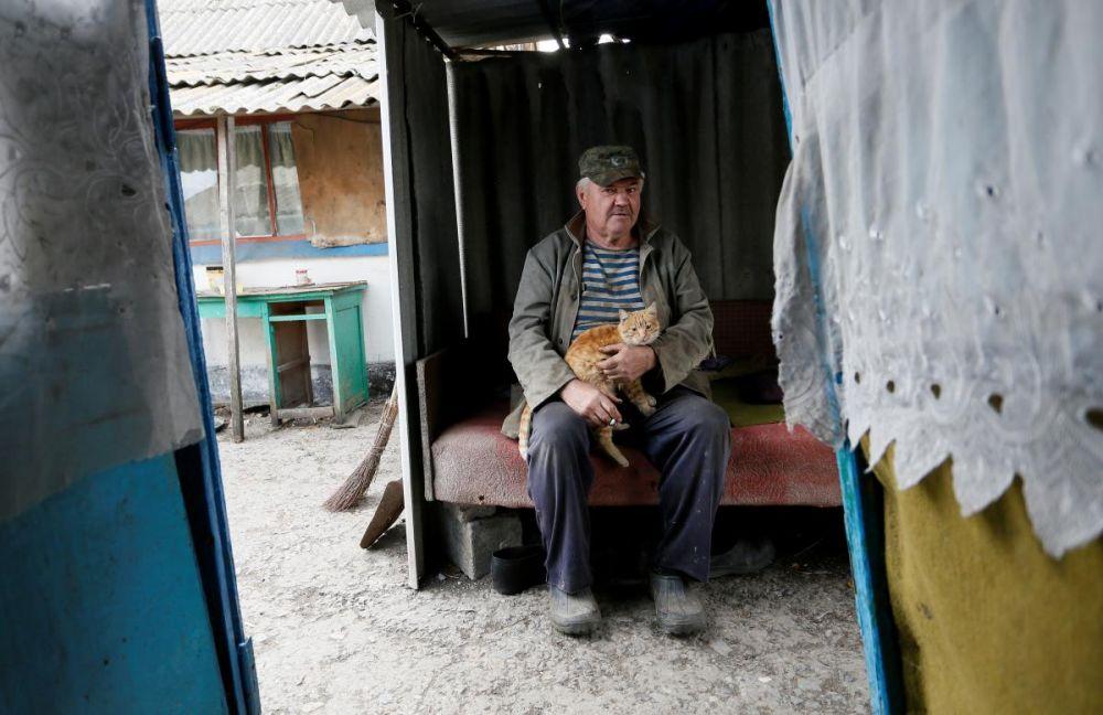 В частности, местные жители боятся одного - то, что после отвода войск с Донбасса, их оставят здесь на произвол судьбы. Однако, президент Украины Владимир Зеленский сообщает - в Золотом-4 останется военный патруль, который и обеспечит мирную жизнь.