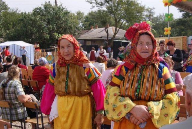 Казачки по праздникам надевают костюмы, которые носили в Турции их бабушки