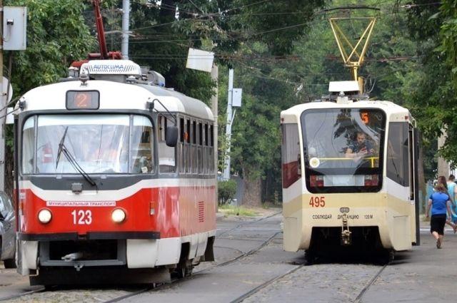 В Дзержинском районе отремонтируют трамвайные пути.