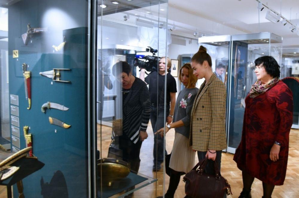 Выставка выходит за рамки исключительно оружейной тематики, демонстрируя широкий и малоизученный пласт культуры народов Ближнего Востока.