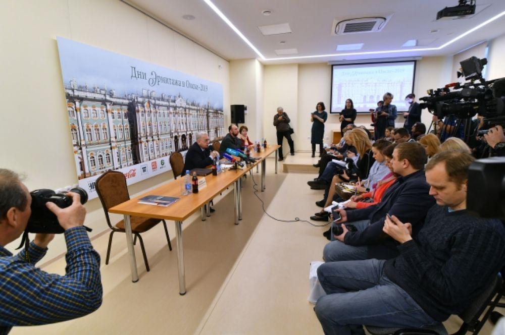 На пресс-конференции Михаил Пиотровский и его коллеги из Государственного Эрмитажа сообщили, что экспозиции будут обновляться один раз в шесть месяцев.