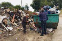 Жалоб на то, что мусор не вывозится из дворов, с первых дней работы регоператора было крайне много...