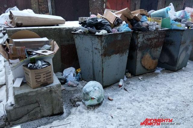 На переполненные контейнеры жалуются в Вихоревке и Железногорске.