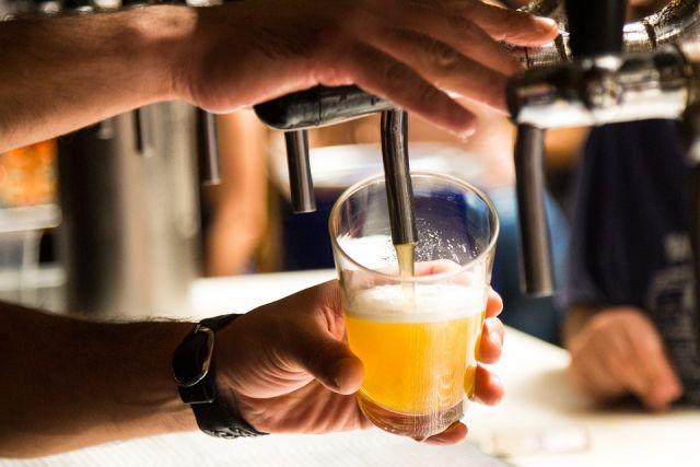 Бар «Питьсбург» оштрафован за хранение закусок на полу и просроченное пиво