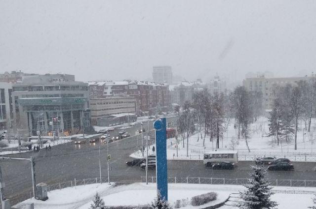 Завтра в город придет зима.