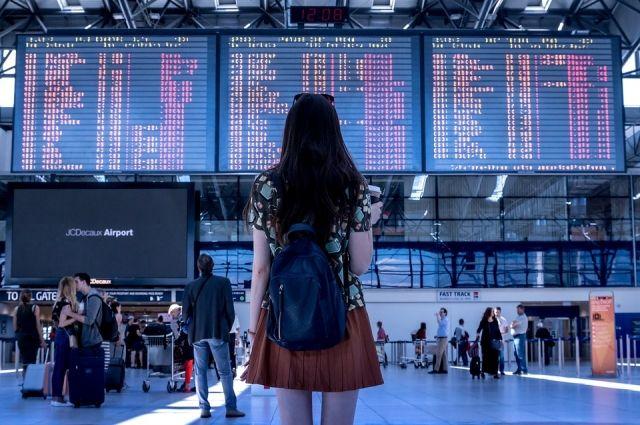 Молодёжь стремится в основном в Москву и Санкт-Петербург, где можно «конвертировать» полученные в Сибири знания в хорошую зарплату.