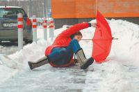 Если вы упали, резко вставать запрещено, пошевелите руками и ногами, нет ли боли.