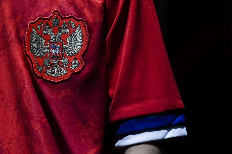 Герб РФ на игровой форме сборной России по футболу.