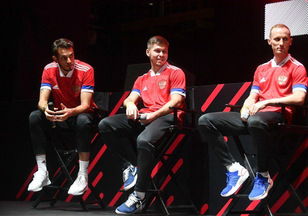 Игроки сборной России Маринато Гилерме, Рифат Жемалетдинов и Владислав Игнатьев (слева направо).