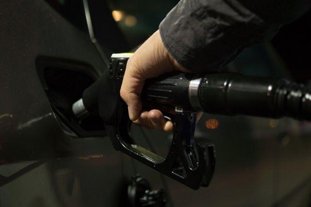 В Тобольске мужчина похитил 4 тысячи литров топлива