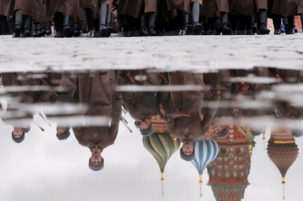 Участники марша в честь 78-й годовщины военного парада 7 ноября 1941 года, Москва.