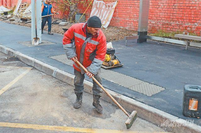 Заканчивается ремонт на двух улицах. Новые масштабные работы начнутся только весной.