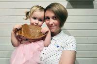 Татьяна Голдобина с дочкой Аней и пастилой.