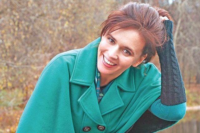 «Я человек, которому иногда жизненно необходимы тишина испокойствие. Поэтому такой чудесный парк вПокровском-Стрешневе рядом сдомом дляменя сказка»,– говорит актриса Янина Мелехова.