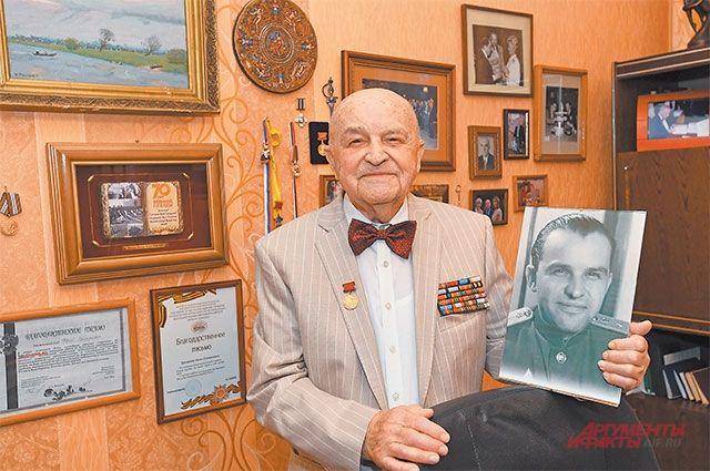Юрий Григорьевич в свои 94 года продолжает трудиться.
