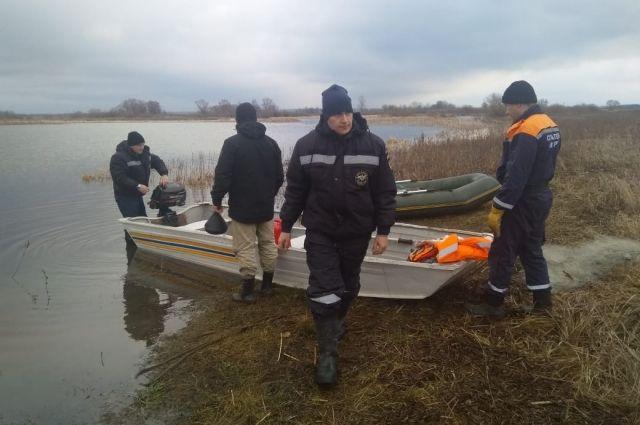 В поисках охотников участвовало больше 30 человек – спасатели, сотрудники полиции, волонтеры и местные жители.