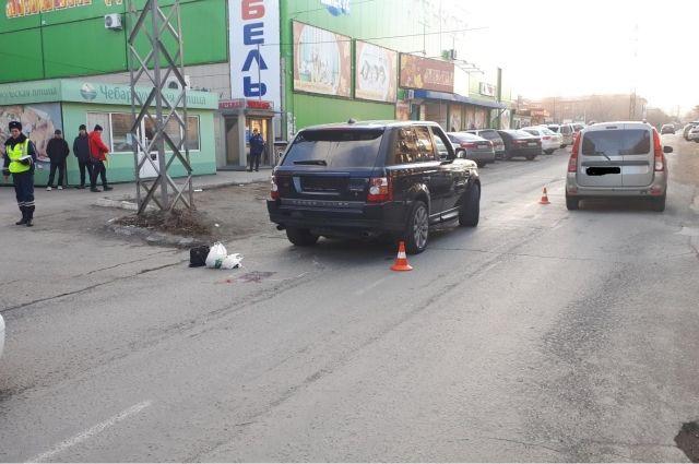 В Орске водитель внедорожника насмерть сбил 76-летнюю женщину.