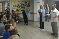 В Оренбурге певица Валерия навестила онкобольных детей.
