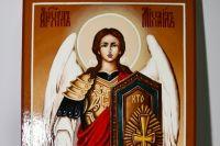 Прежде, чем начать писать икону, осуждённые взяли благословение у своих духовников.