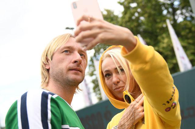 Фигурист Евгений Плющенко с супругой Яной Рудковской.