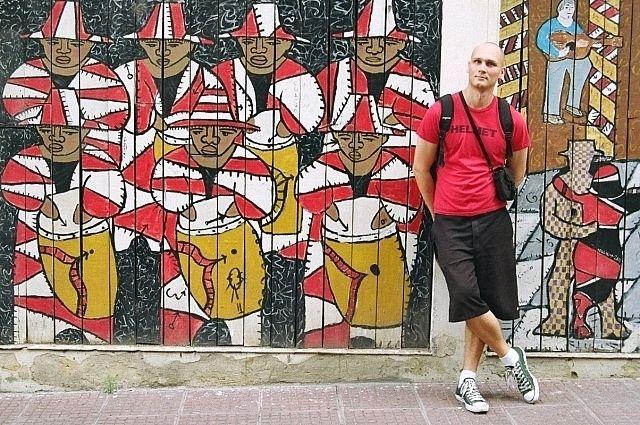 Евгений родился в Новороссийске в 1985 году, с 2012 года профессионально занимается переводами.