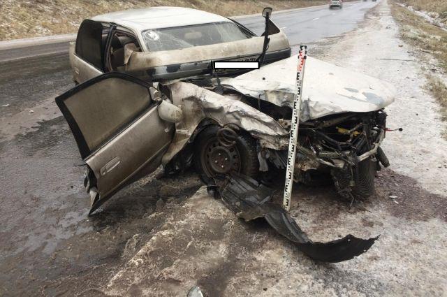 Автомобиль выехал на встречную полосу и врезался в иномарку.