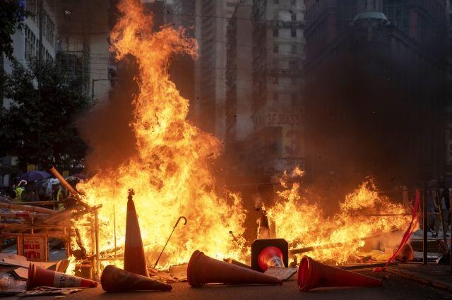 В Гонконге спор о национальности привел к поджогу человека
