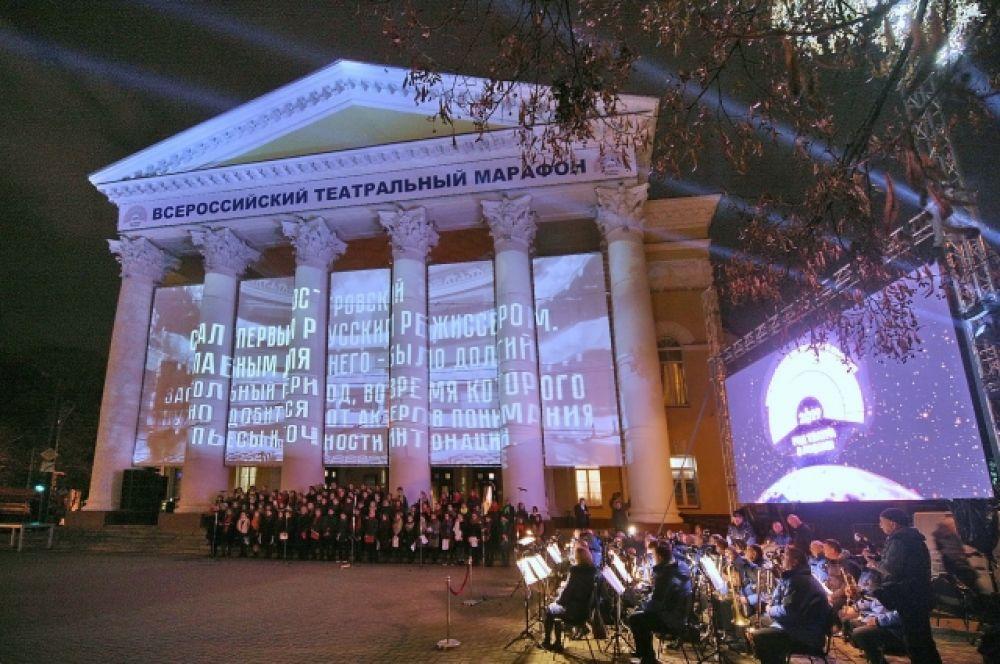 Сценической площадкой для церемонии стала территория перед драмтеатром.