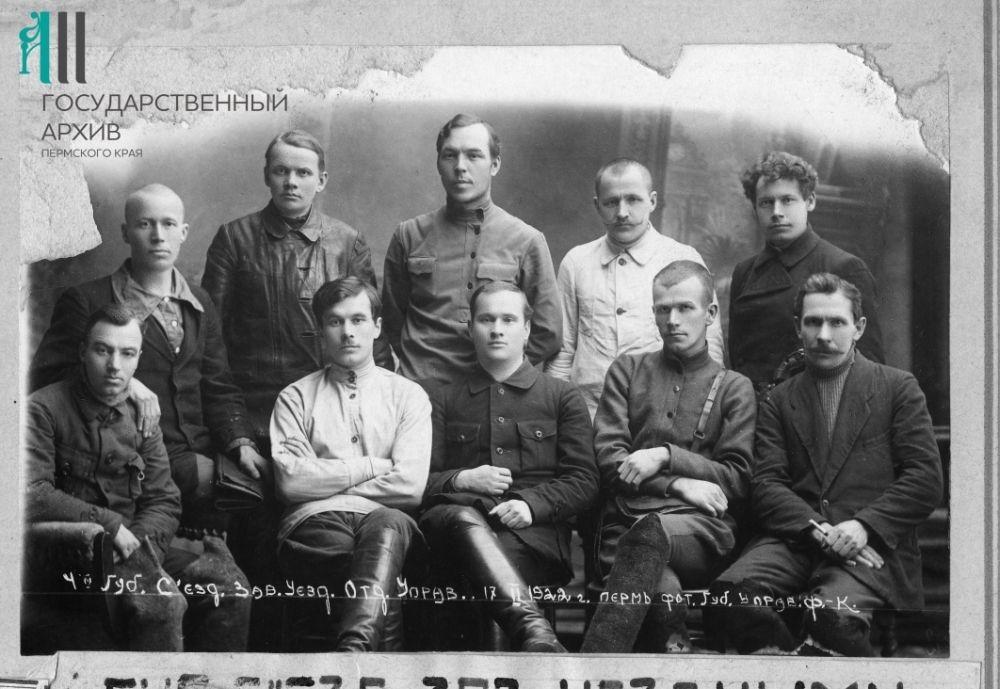 Группа участников IV губернского съезда заведующих уездными отделами управлений и работников милиции, 1922 год.