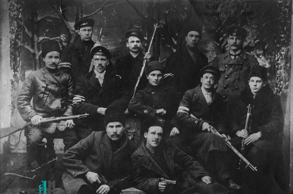 Группа работников лысьвенской милиции, 1918 год.