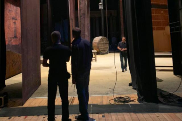 Чиновники, приходя в театр, убивают творческую атмосферу, «через колено» ломают талантливых людей.