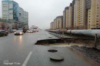 В Тюмени на улице Харьковской провалился асфальт
