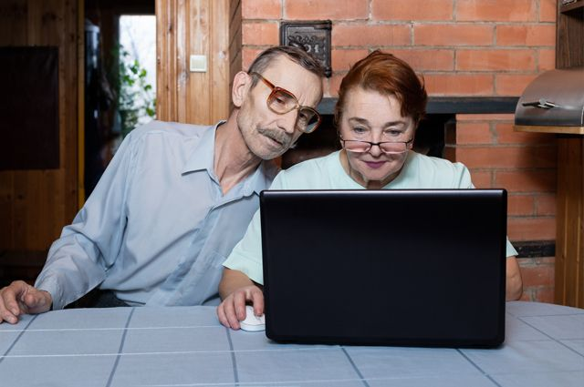 Теперь можно из любой глухой деревни достать чиновника – лишь бы был интернет в деревне.