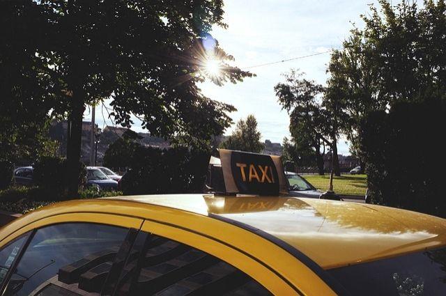 Жителю Оренбурга грозит 4  года колонии за ограбление таксиста.
