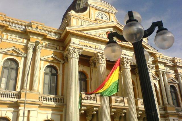 Боливию временно возглавила сенатор Аньес