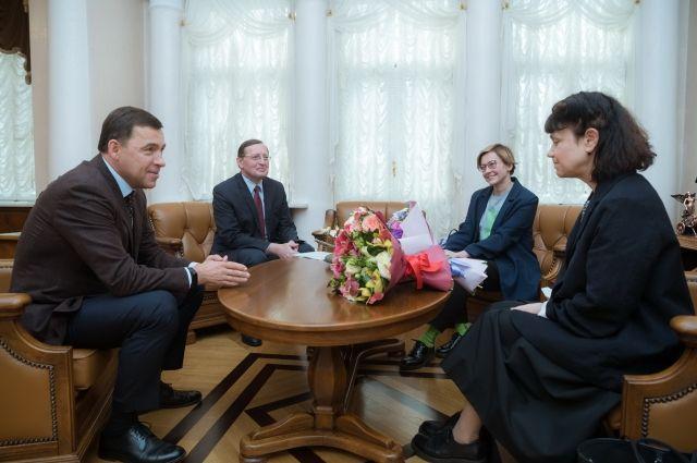 Марина Лошак (справа) и Алиса Прудникова заручились поддержкой властей региона.