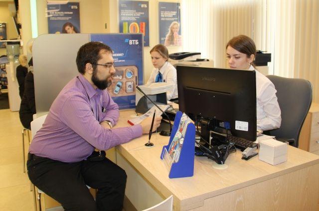 Уже больше года в Новосибирской области работает Единая биометрическая система (ЕБС): с её помощью можно прямо из дома открыть счёт, завести банковскую карту, сделать вклад или взять кредит.