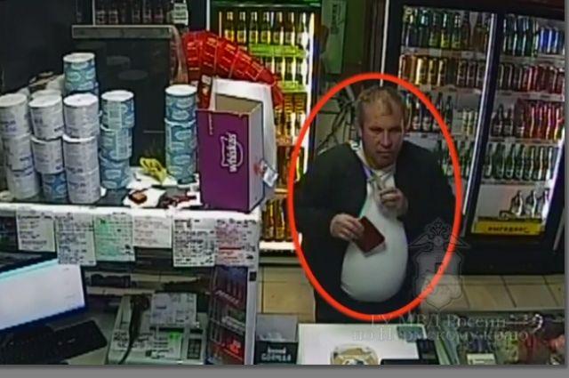 На похищенные деньги мужчина купил сигареты и алкоголь.