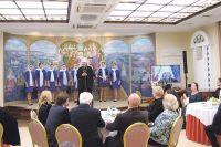 Митрополит Иоанн представил ансамбль «Лейся, песня» из села Ездочное Чернянского района.