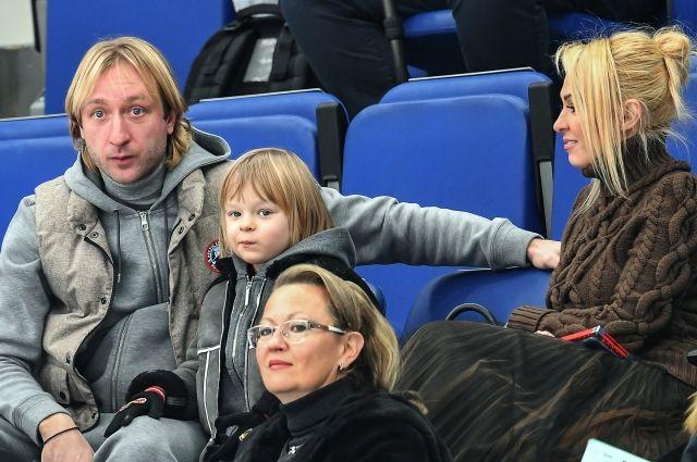 Сыну Плющенко и Рудковской угрожают в соцсетях убийством