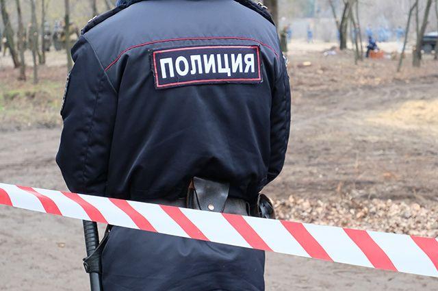 В новой Москве неизвестный облил кислотой дверь в подъезд