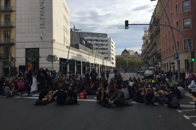 Испанская полиция разблокировала трассу, перекрытую каталонскими радикалами