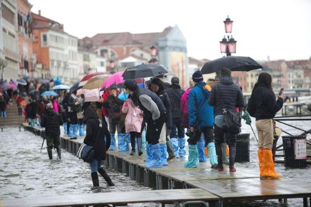 В Италии назвали апокалипсисом разорение Венеции из-за наводнения