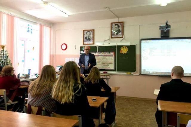 Сельскому хозяйству нужна молодёжь. Станислав Горянский выступает перед школьниками