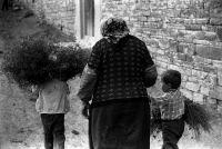 На Кавказе детей воспитывают бабушки и дедушки
