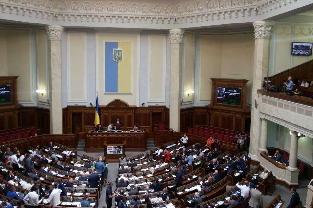 Рада приняла в первом чтении проект об отмене моратория на продажу земли