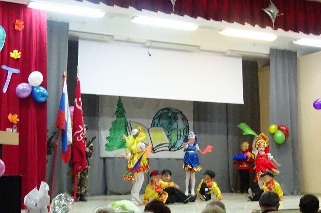 На мероприятии выступили артисты и творческие коллективы микрорайона.